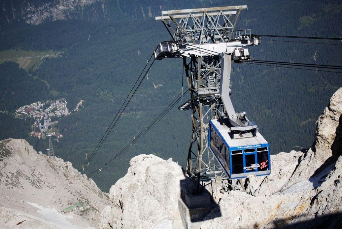 Mit drei Seilbahnen ist der Zugspitzgipfel erreichbar. Hier die Tiroler Zugspitzbahn. Foto: Canva