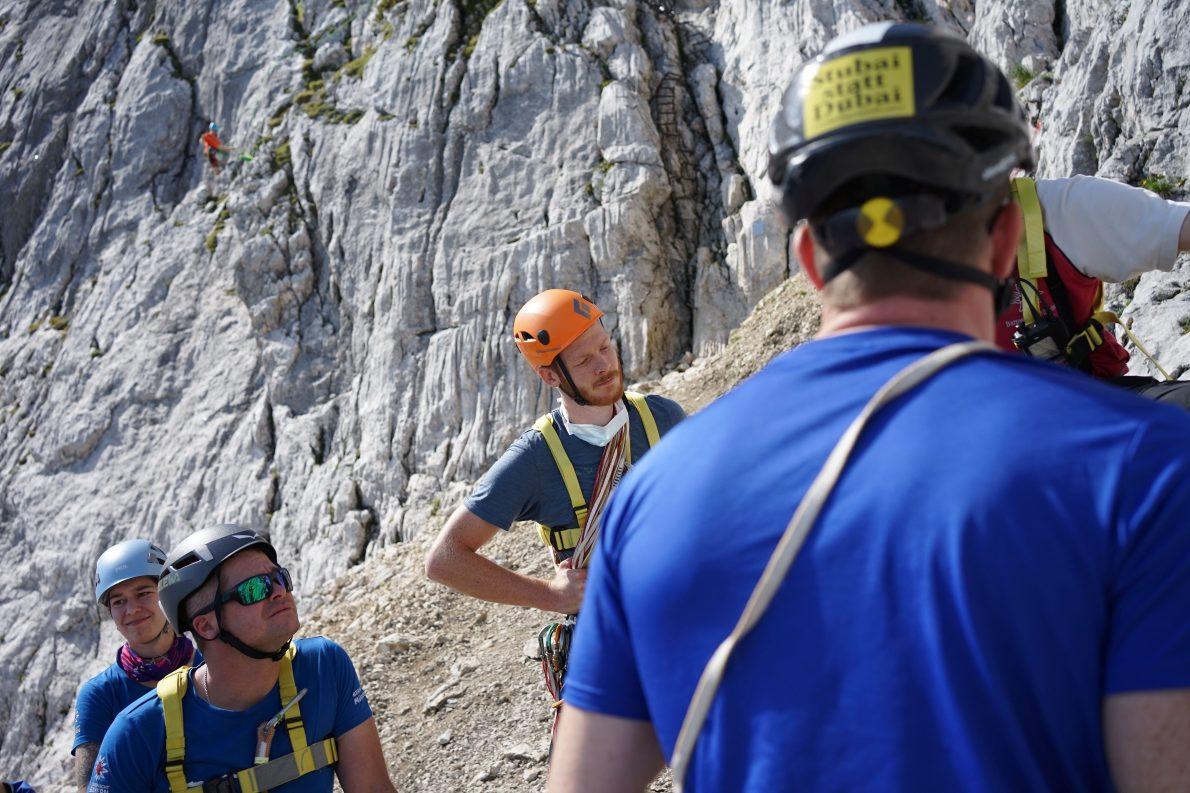Anwärter der Bergwacht München bei der Prüfungsvorbereitung, Foto: Conie Morarescu
