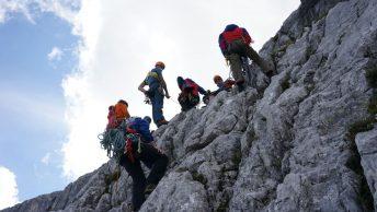 Anwärter der Bergwacht München bei der Vorbereitung auf die Sommerprüfung, Foto: Conie Morarescu